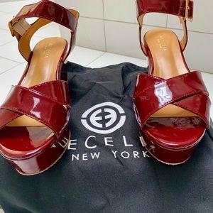 ❤️❤️CECELIA Burgundy patent leather wedges❤️❤️